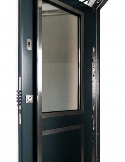 Munitus RC 3 security door with glass