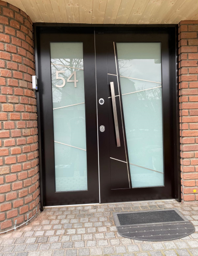 Munitus Security front door with sidelight installed in Germany