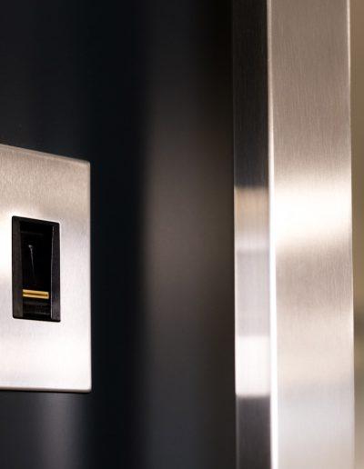 E-Key finger scanner for Munitus security door
