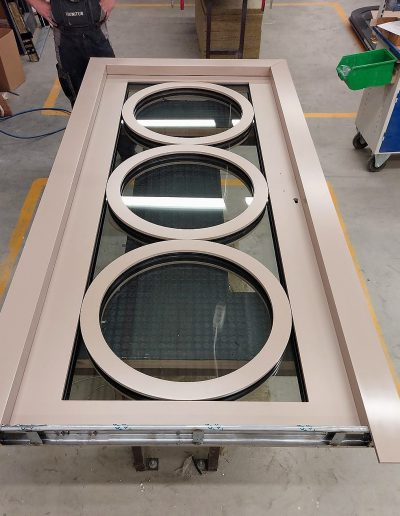 Munitus security door with round frames inside the glas pack