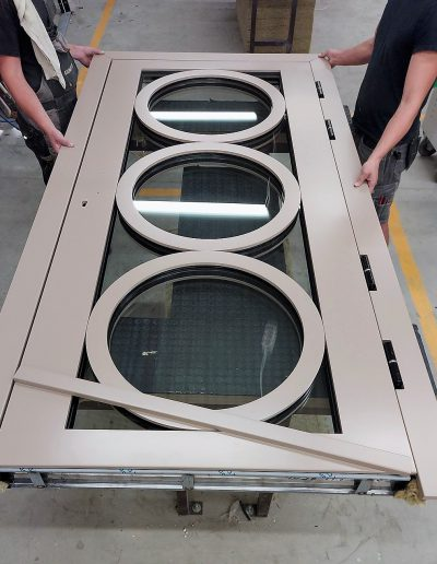 Munitus security door with round frames inside the glas pack.