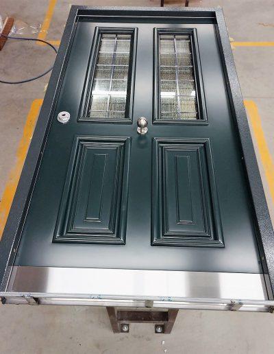 Munitus security front door with wawed glass P6B