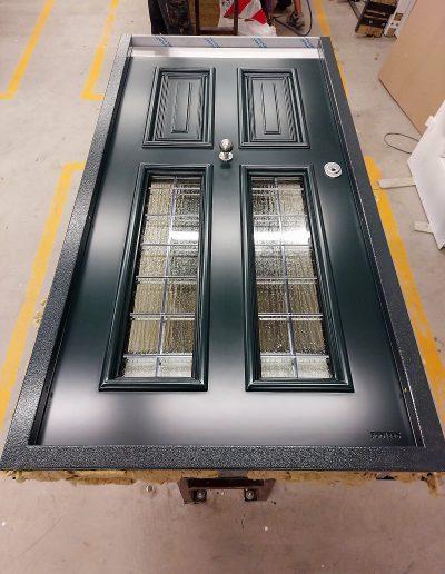 Munitus security front door with wawed glass P6B.