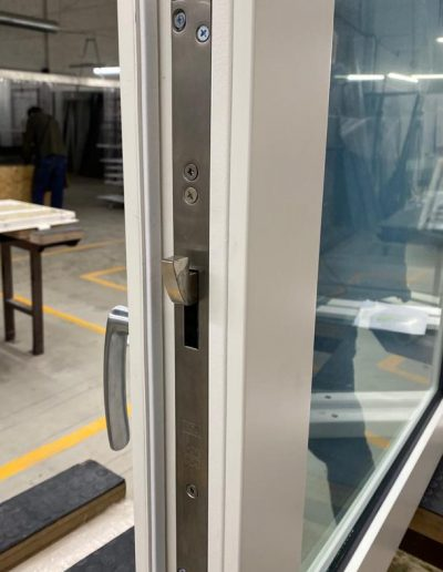 Munitus bullet resistant window with lock